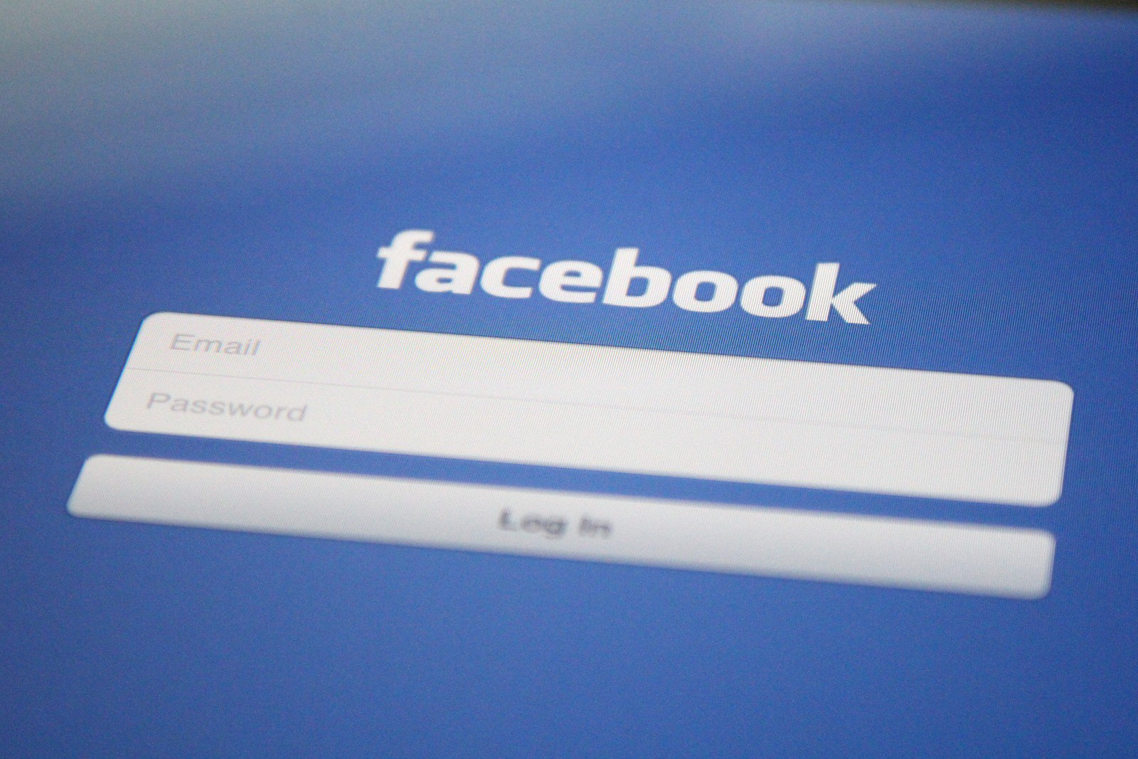 Facebook Ties Up With BSNL To Serve Cheap Internet
