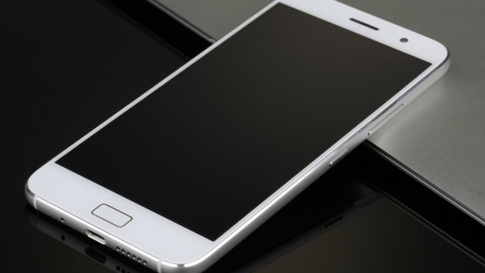 zuk-z1-white-side-970x546-c